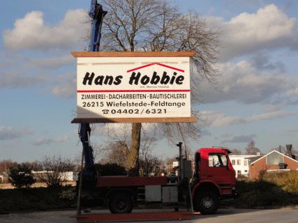 Werbschild der Zimmerei Hobbie aus Wiefelstede